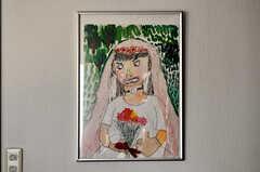 廊下にはオーナーさんのお子さんが小学生の頃に描いた絵が。(2010-06-09,共用部,OTHER,2F)