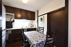 ダイニングの様子。入居者さんのキッチンスペースも兼ねています。(2016-08-08,共用部,LIVINGROOM,1F)