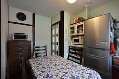 ダイニングの様子2。入居者さんたちは平日の夜はココで、休日の昼などは2階のリビングで食事をしているとか。(2016-08-08,共用部,LIVINGROOM,1F)
