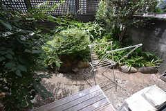 専用のウッドデッキからは庭に出られます。(103号室)(2016-08-08,専有部,ROOM,1F)