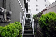 外階段の様子。2階にも玄関があります。(2010-06-09,共用部,OTHER,1F)
