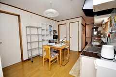 シェアハウスの正面玄関から見た内部の様子。(2009-04-23,共用部,LIVINGROOM,1F)