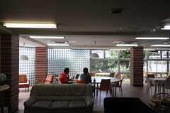 ラウンジで過ごす入居者さんの様子2。(2013-05-02,共用部,LIVINGROOM,1F)