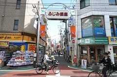 西武池袋線・富士見台駅前の商店街。住宅地なので子連れのお母さんが多め。(2013-05-02,共用部,ENVIRONMENT,1F)