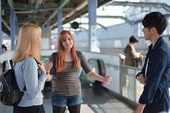 最寄り駅の富士見台駅のホームで電車を待つ入居者さんたち。(2015-10-24,共用部,OTHER,1F)