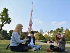 東京タワーをバックに公園で休憩。(2015-10-24,共用部,OTHER,1F)