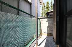 掃き出しの様子。(102号室)(2012-04-12,専有部,ROOM,1F)