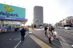 住居から都営大江戸線・練馬春日町駅へ向かう道の様子。(2011-02-23,共用部,ENVIRONMENT,1F)