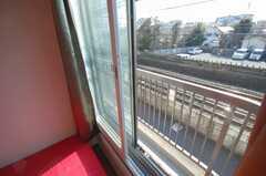 専有部の様子2。線路沿いの専有部のため、サッシが2重になっている。(202号室)(2009-01-05,専有部,ROOM,2F)