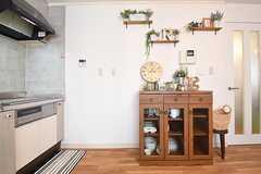キッチン脇が食器棚です。(2016-08-10,共用部,KITCHEN,1F)