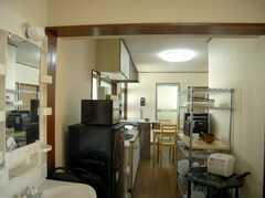 実は左側に洗面台があります(2007-11-22,共用部,LIVINGROOM,2F)