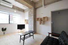 コンクリートの躯体がそのままに。(2011-03-18,共用部,LIVINGROOM,2F)