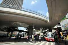駅前にはバス・ステーションもあります。(2010-09-01,共用部,ENVIRONMENT,1F)