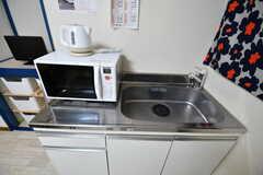 キッチンの様子2。各部屋にキッチンが備わっているため、コンロはありません。(2020-02-06,共用部,KITCHEN,1F)