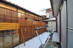 専有部から見た庭の様子2。(102号室)(2011-02-03,共用部,OTHER,1F)