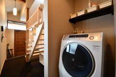 乾燥機付き洗濯機の様子。(2019-01-25,共用部,LAUNDRY,1F)