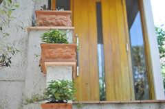 門扉の先には階段があります。(2013-09-02,共用部,OUTLOOK,1F)