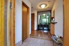 玄関から見た内部の様子。(2013-09-02,周辺環境,ENTRANCE,1F)