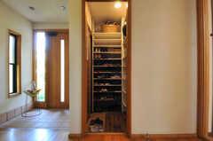 玄関脇にあるシューズルームの様子。(2013-09-02,周辺環境,ENTRANCE,1F)
