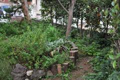 丸い花壇にはハーブが寄せ植えられていまるのだとか。(2013-09-02,共用部,OTHER,1F)