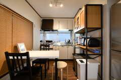 ダイニングテーブル側から見たキッチンの様子。(2018-02-21,共用部,LIVINGROOM,1F)