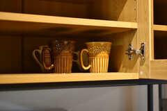収納棚の様子2。共用の食器が収納されています。(2018-02-21,共用部,KITCHEN,1F)