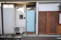 シェアハウスの正面玄関。(2009-01-23,周辺環境,ENTRANCE,1F)