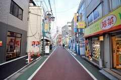 各線練馬駅からシェアハウスへ向かう道の様子。商店街を歩く。(2009-01-23,共用部,ENVIRONMENT,1F)