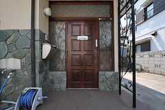 シェアハウスの正面玄関。(2013-04-15,周辺環境,ENTRANCE,1F)