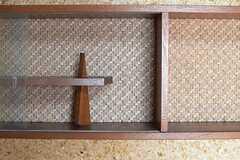 飾り棚は個性的。(101号室)(2013-04-15,専有部,ROOM,1F)