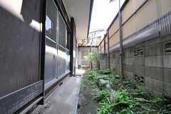 庭は102号室と共用です。(101号室)(2013-04-15,専有部,ROOM,1F)