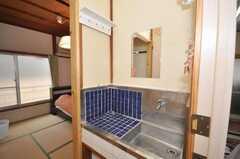 専有部の様子7。基本的には専有部内に洗面台が付いています。(201号室)(2009-08-24,専有部,ROOM,2F)