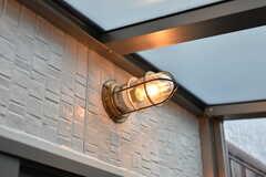 サンルームの照明は、玄関の照明と同じデザインです。(2018-10-17,共用部,OTHER,1F)