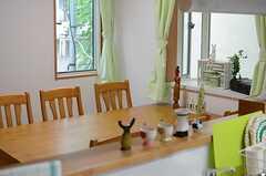 キッチン側から見たリビングの様子。(2013-09-26,共用部,KITCHEN,1F)