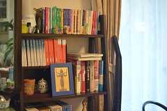 オーナーさんがそろえている本。(2015-02-12,共用部,LIVINGROOM,1F)