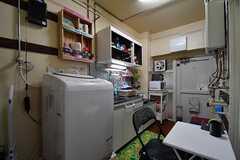 ダイニングテーブルの様子2。奥がキッチンです。(2017-09-19,共用部,LIVINGROOM,1F)
