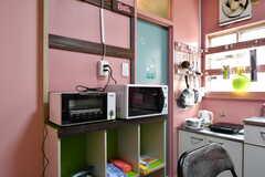 キッチン家電の様子。(105・106号室専用)(2020-08-27,共用部,KITCHEN,1F)