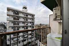ベランダの様子。601と602号室は洗濯機が設置されています。(601号室)(2017-09-19,専有部,ROOM,6F)