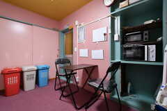 リビングの様子。ピンクを基調とした空間です。(2018-10-10,共用部,LIVINGROOM,1F)