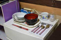 食器やカトラリーも備え付けです。(101号室)(2018-10-10,専有部,ROOM,1F)