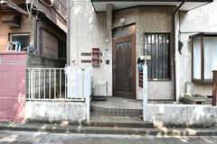 玄関ドアの様子。(2020-08-06,周辺環境,ENTRANCE,1F)
