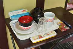 食器は部屋ごとに用意されています。(201号室)(2020-08-06,専有部,ROOM,2F)