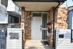 玄関の様子。(2020-06-04,周辺環境,ENTRANCE,1F)