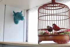 棚には小鳥と牛。(2014-03-04,共用部,KITCHEN,1F)