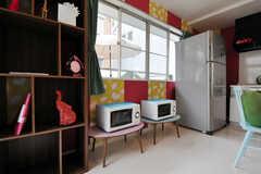 シェルフの横にはキッチン家電が並びます。(2010-10-26,共用部,OTHER,1F)