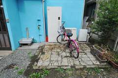 自転車置場の様子。 (2010-10-26,共用部,GARAGE,1F)