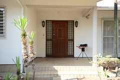 正面玄関の様子。(2013-06-04,周辺環境,ENTRANCE,1F)