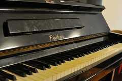 ピアノの様子。年季が入っています。(2013-06-04,共用部,LIVINGROOM,1F)