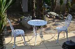 庭に置かれたガーデンチェア・テーブル。(2013-06-04,共用部,OTHER,1F)