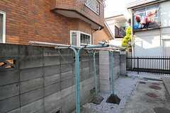 物干しスペースは庭の奥にあります。(2013-06-04,共用部,OTHER,1F)